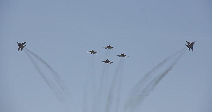 Авиашоу ко дню России в авиабазе Эребуни