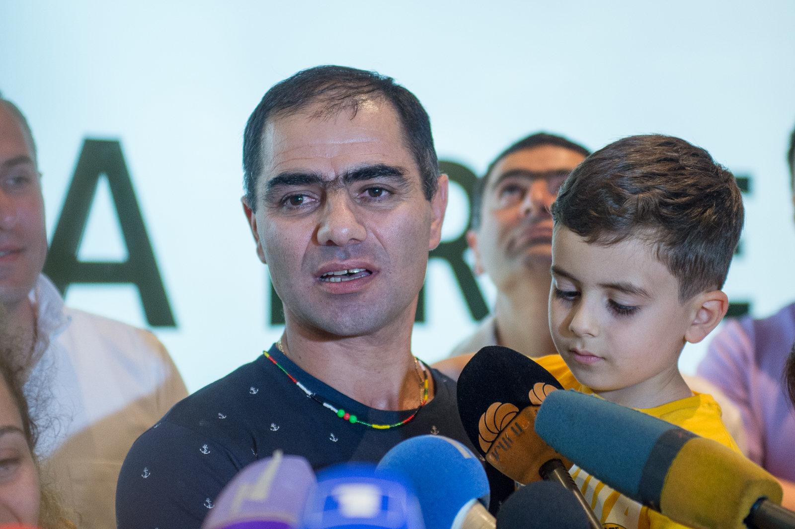 В аэропорту Звартноц встретили армянских врачей, которые в Судане заменяли доктора Тома Катену. Геворг Восканян