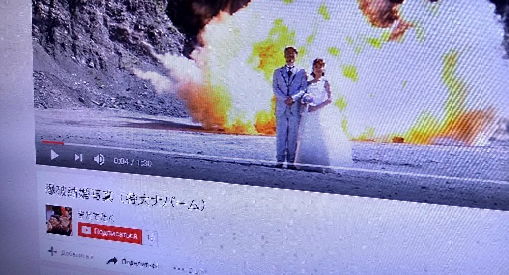 Пара из Японии устроила свадебную фотосессию на фоне взрывов