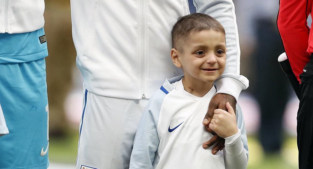 В Британии скончался известный шестилетний футбольный поклонник, который болел раком