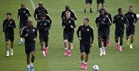 Игроки футбольного клуба Манчестер Сити празднуют победу