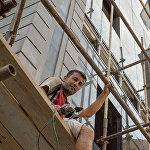 Тарас Даниелов Около 14 лет занимается облицовкой фасадов зданий.  - Работать начал с 10 лет. Так что помечтать о том, кем стану, не успел. В будущем хочет иметь свой собственный маленький бизнес.