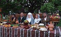 Традиционная армянская свадьба в музее-заповеднике «Звартноц» привлекла и туристов