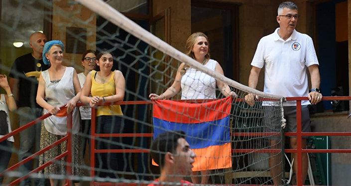 Армине Ованнисян в благотворительной организации Орран
