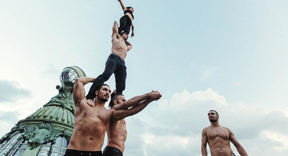 Трюки братьев Варданян и артистов цирка на крыше дома Зингер