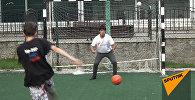 Участниц проекта Ты супер! Танцы Давид Айвазян играет в футбол