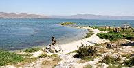Статуя Русалки, озеро Севан, Армения