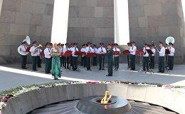 Военные музыканты Минобороны РФ выступают в Цицернакаберде