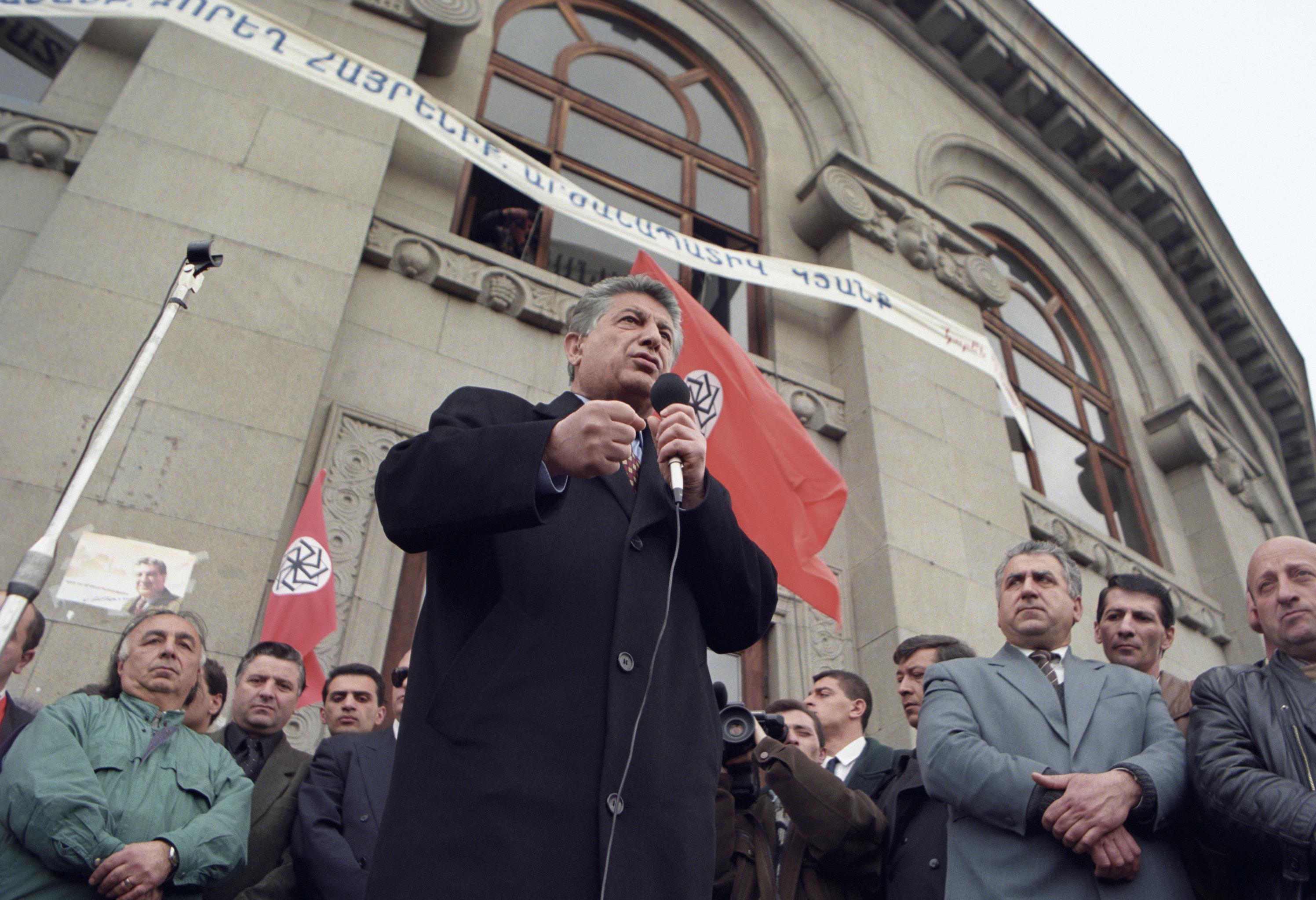 Выступление будущего спикера парламента Карена Демирчяна