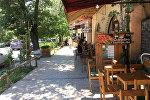 Открытое кафе в центре Еревана.