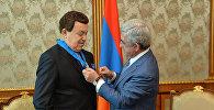 Президент Армении вручил Кобзону Орден Почета
