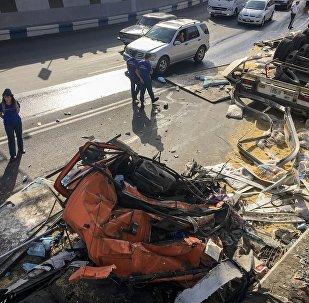 В Ереване перевернулся грузовик