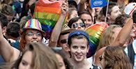Участники гей-парада во Франции