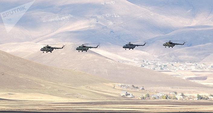 Вертолеты. Архивное фото.