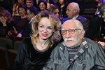 Армен Джигарханян с супругой Виталиной Цымбалюк-Романовской