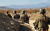 Армянские военнослужащие на боевых позициях