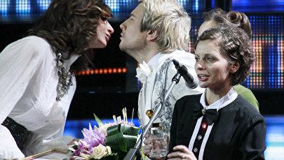 Участница и хореограф шоу Comedy Woman Екатерина Варнава, певец Николай Басков и участница шоу Comedy Woman Наталья Еприкян (слева направо)